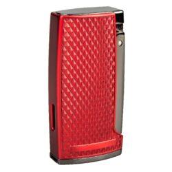 Doutníkový zapalovač Winjet Triple červený s vyštípávačem-Moderní doutníkový zapalovač Winjet Triple s vyštípávačem. Kvalitní kovový tryskový zapalovač na doutníky v metalickém bordovém provedení kombinovaný s prvky v gunmetalovém odstínu. Příjemná hrubší textura na povrchu zapalovače zabraňuje vyklouznutí z ruky. Na levé straně najdeme okénko, kde vidíme hladinu plynu. Po stisknutí tlačítka na právě straně se horní kryt odklopí, zapálí se tři trysky a vznikne silný plamen pro zapálení Vašeho oblíbeného doutníku. Doutníkový zapalovač je vybavený integrovaným vyštípávačem o průměru 0,75cm. Ve spodní části je umístěn plynový plnící ventil a regulace intenzity plamene. Zapalovač je dodávaný v dárkové krabičce. Rozměry zapalovače 7x3,5x1,9cm.
