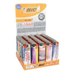 Zapalovač BIC J23 Glitters-Plynový kamínkový zapalovač BIC J23 Glitters. Zapalovač nejde opět naplnit. Prodej pouze po celém balení (displej) 50 ks. Rozměry zapalovače 7,3x2,2x1,1cm.