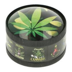 Drtič tabáku kovový Super Heroes Leaf, 50mm-Kvalitní kovový drtič tabáku Super Heroes Leaf. Třídílná drtička v černém pololesklém provedení, zdobeným víčkem motivem konopí a měnícím duhovým efektem. Kvalitně zpracovaný drtič na tabák je vybavený závitem, sítkem a zásobníkem na tabák. Víčko drtičky je magneticky uzavíratelné. Ostré hroty ve tvaru diamantu nadrtí vaší směs na požadovanou jemnost. Drtič je dodávaný v kartonové krabičce. Rozměry: průměr 51mm, výška 37mm.