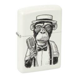 Zapalovač Zippo Vintage Monkey, matný-Benzínový zapalovač Zippo Vintage Monkey 60004783. Kvalitní zapalovač Zippo v matném bílém provedení je na přední straně zdobený černým motivem opice. Zapalovač je dodávaný v originální krabičce s logem. Zapalovače Zippo nejsou při dodání naplněné benzínem. Správné fungování zapalovače zajistíte originálním příslušenstvím: benzín Zippo 3141 Fluid, kamínky Zippo Flint, knoty Zippo Wick a vata do zapalovače Zippo.