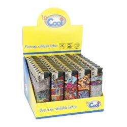 Zapalovač Cool Piezo Graffiti-Plynový zapalovač Cool Piezo Graffiti. Plnitelný zapalovač je vybavený nastavením intenzity plamene. Prodej pouze po celém balení (displej) 50 ks. Výška zapalovače 8 cm.