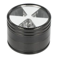 Drtič tabáku kovový Champ High ALU Propeller 4mix, 63mm-Kovový drtič tabáku Champ High ALU Propeller. Kvalitní čtyřdílná drtička se závitem, sítkem a zásobníkem na tabák je vyrobena z kvalitního hliníku CNC technologií. Povrch je upraven eloxováním v lesklém barevném provedení. Jednotlivé díly drtičky jsou pevně spojené na závit, víčko s průzorem je na magnet. Precizně broušené ostří nožů umístěné po obvodě drtiče, velmi jemně nadrtí vaši směs do požadované hrubosti. Před odesláním objednávky uveďte číslo barevného provedení do poznámky.  Průměr drtiče: 63 mm Výška drtiče: 46mm  Cena je uvedena za 1 ks.  Balení - 4 ks