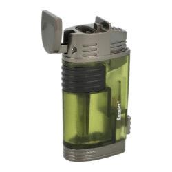 Doutníkový zapalovač Eurojet Vernier 2-Jet, zelený-Doutníkový zapalovač Eurojet Vernier 2-Jet. Kvalitní kovový tryskový zapalovač na doutníky v gunmetalovém provedení s plastovým zásobníkem plynu v zelené barvě. Po stisknutí tlačítka dojde k odklopení horního krytu trysek. Druhým stiskem se zapálí dvě trysky a vznikne silný plamen pro zapálení Vašeho oblíbeného doutníku. Doutníkový zapalovač je vybavený integrovaným vysunovacím vyštípávačem o průměru 0,7cm. Ve spodní části je umístěn plynový plnící ventil a regulace intenzity plamene. Zapalovač je dodávaný v dárkové krabičce. Rozměry zapalovače: 7,4x3,7x1,8cm.