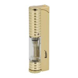 Tryskový zapalovač Eurojet Samoa Jet, Gold-Tryskový zapalovač Eurojet Samoa Jet Gold. Elegantní kovový turbo zapalovač s povrchem ve zlaté lesklé a matné kombinaci. Po stisknutí horního tlačítka se kryt jedné trysky odsune a zapálí ji. Ve spodní části zapalovače najdeme plnící ventil plynu a ovládání intenzity plamene. Zapalovač je dodáván v dárkové krabičce. Rozměr 7,5x2,2x1,4cm.