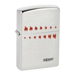 Zapalovač Zippo 200 ATC Flames, broušený-Benzínový zapalovač Zippo 200 ATC Flames. Kvalitní zapalovač Zippo v broušeném chromovém provedení je na přední straně zdobený malými gravírovanými plamínky a logem Zippo, které jsou vyplněné barvou. Zapalovač je dodávaný v originální krabičce s logem. Zapalovače Zippo nejsou při dodání naplněné benzínem. Originální příslušenství benzín Zippo, kamínky, knoty a vata do zapalovače Zippo, zajistí správné fungování benzínové zapalovače. Na mechanické závady zapalovače poskytuje Zippo doživotní záruku. Tuto záruku můžete uplatnit přímo u nás. Zapalovače jsou vyrobené v USA, Original Zippo® Bradford.