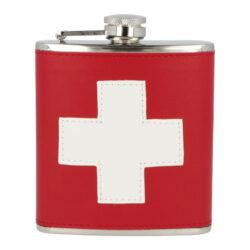 Placatka nerezová Swiss, 180ml-Nerezová placatka na alkohol Swiss. Likérka je vyrobená z kvalitní nerezové oceli s leštěným povrchem. Placatka je potažená koženkou v barvách a motivem švýcarské vlajky. Placatka klasického oblého, prohnutého tvaru je vybavená šroubovacím uzávěrem a držákem víčka, který zabrání jeho ztrátě. Koženkový potah dodává placatce nevšední vzhled a je příjemný na dotek. Mějte i na cestách při sobě Váš oblíbený nápoj. Skvělý dárek, kterým určitě potěšíte své blízké či kamarády. Placatka je dodávaná v kartonové krabičce.  Objem: 180 ml / 6 oz Rozměry (Š x H x V): 94 x 25 x 117 mm Materiál: nerezová ocel