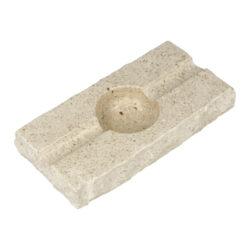 Doutníkový popelník Mramor, 2D, SI2-Doutníkový popelník Mramor na 2 doutníky. Exklusivní obdélníkový popelník z mramoru je ve světlém odstínu s jemnou zrnitou texturou. Horní a spodní strany mramorového popelníku jsou hladké leštěné, boční strany jsou v neopracovaném matném provedení. Díky leštěnému povrchu se popelník snadněji čistí. Kvalitně zpracovaný doutníkový popelník je vybavený odklady pro dva doutníky.   Rozměry popelníku (Š x H x V): 195 x 100 x 30 mm Průměr/hloubka prostoru pro popel: 55 mm/ 21 mm Šířka odkladu pro doutník: 17 mm Výroba/materiál: Chorvatsko