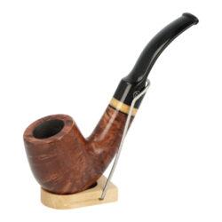 Dýmka Jirsa Premia, filtr 9mm-Dýmka Jirsa Premia z bruyerového dřeva. Filtr 9 mm. Délka dýmky 13-15cm. Výška hlavy 3,5-5cm. Dýmka má hladký povrch. Stojánek není součástí balení dýmky.