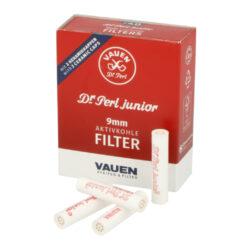 Filtry do dýmky Vauen Dr. Perl Junior, 40ks, 9mm-Filtry Vauen do dýmky. Uhlíkový filtr 9 mm Vauen Dr. Perl Junior je vyroben z nechlorovaného filtrového papíru a je naplněn aktivním uhlím. Filtr Vauen má velmi dobré absorpční schopnosti, výborně zachycuje dehet z kondenzátu a další škodliviny z tabáku. Dopřeje Vám suché a chladné kouření. Filtr se vždy zasouvá keramickým koncem k hlavě dýmky a plastovým(modrým) koncem do náustku. V balení 40 ks filtrů v krabičce.  Průměr filtru: 9 mm Délka filtru: 36 mm Prodejní balení: krabička 40 ks filtrů