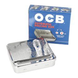 Rolovačka (balička) cigaret OCB kovová - kombajn-Kovová cigaretová rolovačka cigaret ( balička cigaret ) - tzv. kombajn. Cigaretová balička na slim cigarety a nebo na cigarety klasické velikosti King Size umožňuje nosit papírky a tabák v jediném pouzdru - vnitřním prostoru kombajnu a současně umožňuje cigaretu ubalit. V baličce je možné balit cigarety o průměru 6 mm nebo 8 mm a je vhodná pouze pro balení s krátkými papírky.