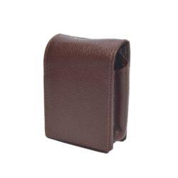 Pouzdro na cigarety, hnědé-Pouzdro na cigarety kožené (na celou krabičku, King Size, 20ks) s boční kapsou na zapalovač. Rozměry: 9x7x3cm.