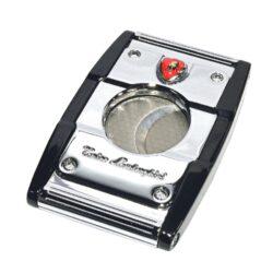 Doutníkový ořezávač Lamborghini Precisione, chrom-černý-Ořezávač na doutníky Lamborghini Precisione. Doutníkový ořezávač je dodáván v dárkové krabičce. Rozměry ořezávače: 6,5x4cm.
