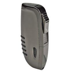 Zapalovač Hadson Elegance, šedý-Tryskový zapalovač Hadson Elegance. Kvalitní kovový turbo zapalovač má povrch v matném gunmetalovém provedení s kombinací lesklých prvků. Při stisku tlačítka se horní kryt odklopí a dojde k zapálení trysky. Ve spodní části zapalovače najdeme plnící ventil plynu a ovládání intenzity plamene. Zapalovač je dodáván v originální dárkové krabičce. Výška 7,2cm.