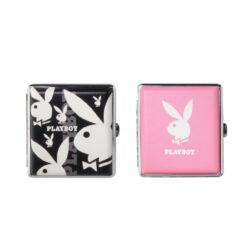 Cigaretové pouzdro Playboy Champ, 20cig.-Tabatěrka Playboy na 20 ks cigaret klasické velikosti (King Size). Cigaretové pouzdro má přední a zadní stranu stejnou. Cigarety zajištěny plíškem.  Provedení: chrom/černá, chrom/růžová.