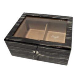 Humidor na doutníky Ebony 30D, stolní-Stolní humidor na doutníky s proskleným víkem a kapacitou cca 30 doutníků. Dodáván s vlhkoměrem a zvlhčovačem. Vnitřek humidoru je vyložený cedrovým dřevem. Rozměr: 30x24x13 cm.