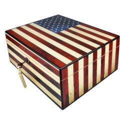 Humidor na doutníky USA 40D, stolní-Stolní humidor na doutníky s kapacitou cca 40 doutníků. Dodáván s vlhkoměrem a zvlhčovačem. Vnitřek humidoru je vyložený cedrovým dřevem. Rozměr: 30x24x13 cm.