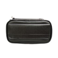Pouzdro na 2 dýmky Etue černé, koženka-Pouzdro (Etue) na 2 dýmky se zipem, vnitřním prostorem na kuřácké potřeby a kapsou na boku. Pouzdro na dýmku je koženkové.
