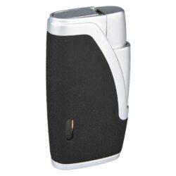 Doutníkový zapalovač Hadson Bachelor, černý-Doutníkový zapalovač. Tryskový zapalovač na doutníky obsahuje integrovaný vyštípávač. Zapalovač je plnitelný. Doutníkový zapalovač je dodáván v dárkové krabičce. Výška 6,5cm.