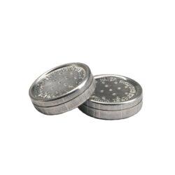 Zvlhčovač kulatý, 3x0,9cm, 1ks-Kovový kulatý zvlhčovač do humidoru. Balení obsahuje 1ks zvlhčovače. Rozměr: 3x0,9cm