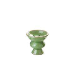 Náhradní korunka pro vodní dýmku keramická, 25mm-Náhradní keramická korunka na vodní dýmky v barevném provedení. Univerzální korunka pro vodní dýmku má leskle glazovaný povrch. Korunka klasického typu vhodná pro širokou škálu vodních dýmek je vybavená prohnutým dnem s pěti otvory. Cena je uvedena za 1 ks. Před odesláním objednávky uveďte číslo barevného provedení do poznámky.  Rozměry korunky: Výška: 5,7 cm Průměr otvoru pro nasazení: 2,5 cm