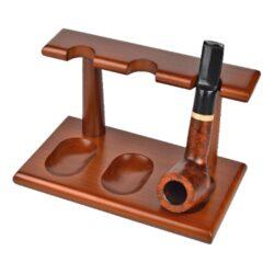 Stojánek na 3 dýmky, rovný, světle hnědý-Stojánek na tři dýmky dřevěný. Stojánek na dýmky je v dekoru světle hnědém dřevě. Rozměry: 18x11x10,5cm.