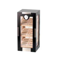 Humidor na doutník Gastro 100D, stolní-Stolní humidor s čirými akrylovými dveřmi(se zámkem) a boky s kapacitou cca 100 doutníků. Dodáván s vlhkoměrem a zvlhčovačem. Obsahuje 3 úložné plochy s přepážkami. Vnitřek humidoru je vyložený cedrovým dřevem. Rozměr 45x22x22 cm. Provedení: černé.