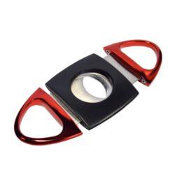 Doutníkový ořezávač Hadson, černo-červený-Dvoubřitý doutníkový ořezávač Hadson. Celokovový ořezávač na doutníky v kombinaci černého matného těla a tmavě červených ostatních částí v metalickém provedení. Ostré břity zajistí rychlý a čistý ořez vašeho doutníku. Max. průměr otvoru pro doutník 2,2cm. Ořezávač je dodávaný v dárkové krabičce.