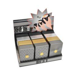 Pouzdro na cigarety Clic Boxx Deluxe-Pouzdro na cigarety. Pouzdro na cigarety Clic Boxx  - pouzdro na krabičku cigaret (20ks) velikosti King Size. Po stisknutí dojde k otevření pouzdra díky pružince. Rozměry: 9,5x5,8x2,4cm. Pouzdro na cigarety je plastové.