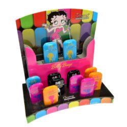 Zapalovač Champ Betty Boop-Kovový žhavící zapalovač. Zapalovač je plnitelný. Výška 6 cm. Při nákupu celého balení (12ks), je dodáván stojánek z kartonu. Cena je uvedená za 1 ks. Před odesláním objednávky uveďte číslo barevného provedení do poznámky.