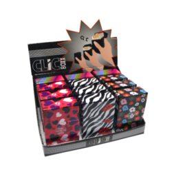 Pouzdro na cigarety Clic Boxx Kiss-Pouzdro na cigarety. Pouzdro na cigarety Clic Boxx  - pouzdro na krabičku cigaret (20ks) velikosti King Size. Po stisknutí dojde k otevření pouzdra díky pružince. Rozměry: 9,5x5,8x2,4cm. Pouzdro na cigarety je plastové.