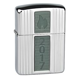 Zapalovač Zippo Armor Case Annual Lighter 2017 Limited Edition, leštěn-Benzínový zapalovač Zippo Armor Case Annual Lighter 2017 v limitované edici 750 kusů. Zapalovač Zippo není naplněn benzínem. Provedení: leštěný. Správné fungování zapalovače Zippo zajistíte originálním příslušenstvím: benzín Zippo 3141 Fluid, kamínky Zippo Flint, knoty Zippo Wick a vatu do zapalovače Zippo.