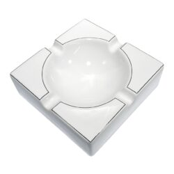 Doutníkový popelník keramický, bílostříbrný-Doutníkový popelník na 4 doutníky, keramický. Popelník na doutníky má rozměry 21,5x21,5x7cm.