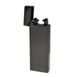 USB zapalovač Hadson Allegro Arc, el. oblouk, gunmetal-USB zapalovač s elektrickým zapalováním. USB zapalovač využívá k zapálení elektrický oblouk, namísto tradičního plynu. Zapalovač se zapálí otevřením horního krytu a zatřesením. V zapalovači je integrovaný MicroUSB port, kterým se USB zapalovač dobíjí. V balení je přiložen nabíjecí MicroUSB-USB kabel. Doba nabíjení USB zapalovače cca 60 minut. Výška zapalovače 7,5cm.