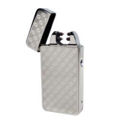 USB zapalovač Hadson Anemoi Arc, el. oblouk, chrom-USB zapalovač s elektrickým zapalováním. USB zapalovač využívá k zapálení elektrický oblouk, namísto tradičního plynu. V zapalovači je integrovaný MicroUSB port, kterým se USB zapalovač dobíjí. V balení je přiložen nabíjecí MicroUSB-USB kabel. Doba nabíjení USB zapalovače cca 60 minut. Výška zapalovače 7,5cm.