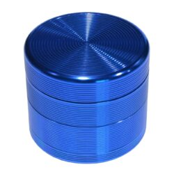 Drtič tabáku Grooves modrý, kovový-Kovový drtič tabáku. Čtyřdílný se závitem a sítkem. Rozměry drtiče tabáku: průměr 55mm, výška 48mm.
