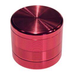 Drtič tabáku Grooves červený, kovový-Kovový drtič tabáku. Čtyřdílný se závitem, sítkem a zásobníkem. Rozměry drtiče tabáku: průměr 55mm, výška 48mm.
