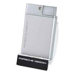 Doutníkový zapalovač Porsche Design P3631, stříbrný-Luxusní doutníkový zapalovač značky Porsche Design. Exklusivitu zapalovači dává nejen logo Porsche Design na přední straně, ale především precizní výroba, kvalitně zpracovaný povrch a neotřelé barevné provedení. Tryskový zapalovač Porsche Design na doutníky obsahuje ve spodní části integrovaný vyštípávač, nastavení intenzity plamene a plnící ventil. Stisknutím tlačítka se odklopí horní kryt a dojde k zapálení dvou trysek. Doutníkový zapalovač je dodáván v dárkové krabičce. Výška: 6,5cm.  a target=_blank href=https://youtu.be/TzjFppnezZ43D prezentace produktu/a