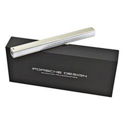 Domácnostní zapalovač Porsche Design P3643, titan-Exklusivní tryskový domácnostní zapalovač značky Porsche Design vhodný nejen k zapálení sporáku, ale i k zapálení krbů, grilů nebo svíček. Zapalovač je vyrobený z kvalitního materiálu a má precizně zpracovaný povrch. Zapalovač Porsche Design je plnitelný a intenzita plamene je nastavitelná. Je dodáván v dárkové krabičce, takže určitě každého potěší jako dárek. Výška zapalovače 18cm.