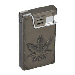 Zapalovač Eurojet Hanf, gunmetal-Tryskový zapalovač. Zapalovač je plnitelný. Tryskový zapalovač je dodáván v dárkové krabičce. Výška zapalovače 6cm.