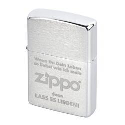 Zippo zapalovač 170180, broušený-Benzínový zapalovač Zippo. Zapalovač není naplněn benzínem. Provedení: broušený. Správné fungování zapalovače Zippo zajistíte originálním příslušenstvím: benzín Zippo 3141 Fluid, kamínky Zippo Flint, knoty Zippo Wick a vatu do zapalovače Zippo.