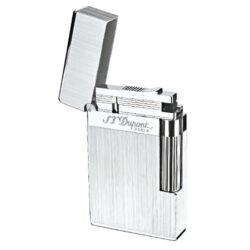 Zapalovač S.T. DuPont Ligne 2 brushed-Luxusní plynový zapalovač S.T. DuPont Ligne 2 známé francouzské značky. Zapalovač z elegantní řady Ligne 2, pro kterou je typický a lehce identifikovatelný ping zvuk při otevření zapalovače. Dokonale zpracovaný kovový kamínkový zapalovač, který skvěle kombinuje funkci a elegantní vzhled. Zapalovač umožňuje nastavit dva druhy plamene a to pro kuřáky cigaret a doutníků nebo pro kuřáky dýmky. Na boku najdeme škrtací mechanismus. Ve spodní části najdeme plnící ventil plynu a ovládání intenzity plamene. Kamínek se mění v horní části zapalovače. Zapalovač je dodáván v dárkové krabičce vyložené jemným sametem. Výška 6cm. Vyrobeno ve Francii.