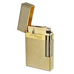 Zapalovač S.T. DuPont Ligne 2 plate care, zlatý-Luxusní plynový zapalovač S.T. DuPont Ligne 2 známé francouzské značky. Zapalovač z elegantní řady Ligne 2, pro kterou je typický a lehce identifikovatelný ping zvuk při otevření zapalovače. Dokonale zpracovaný kovový kamínkový zapalovač, který skvěle kombinuje funkci a elegantní vzhled. Na boku najdeme škrtací mechanismus. Ve spodní části najdeme plnící ventil plynu a ovládání intenzity plamene. Kamínek se mění v horní části zapalovače. Zapalovač je dodáván v dárkové krabičce vyložené jemným sametem. Výška 6cm. Vyrobeno ve Francii. Zapalovače S.T. DuPont nejsou při dodání naplněné plynem.