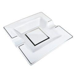 Doutníkový popelník keramický bílý, 2D-Elegantní doutníkový popelník na 2 doutníky. Keramický popelník na doutníky s lesklou glazurou je zdobený stříbrnou linkou. Rozměry popelníku jsou 19x19x3,7cm.
