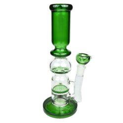 Bong sklo Shark 30cm, green, perkulace-Atraktivní skleněný bong s perkulací značky Shark. Zelený transparentní bong je zdobený logem a je vybavený dvojitou perkulací Honeycomb a Tornado disc. Výška: 30 cm Vnitřní průměr bongu: 4 cm Průměr hrdla: 6 cm Materiál: sklo
