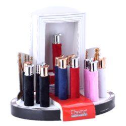 Zapalovač Champ Fluffy Lighter-Dámský plynový zapalovač. Kovové tělo zapalovače je obalené barevným sametem. Zapalovač obsahuje ve spodní části nastavení intenzity plamene a plnící ventil. Výška zapalovače je 8,3cm. Cena je uvedena za 1 ks.