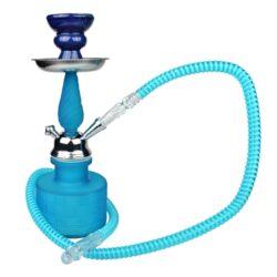 Vodní dýmka Calista 28cm, modrá-Vodní dýmka Calista. Malá vodní dýmka vysoká 28 cm s jedním šlauchem. Tělo vodní dýmky je v matném barevném provedení. V obsahu balení najdete silikonový šlauch, keramickou korunku a kleštičky na uhlíky.