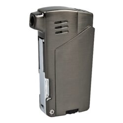 Dýmkový zapalovač Winjet Bernardo, dark gun-Masivní dýmkový zapalovač Winjet s trojdílným příslušenstvím pro dýmku. Kvalitně zpracovaný kovový zapalovač pro kuřáky dýmky s bočním plamenem je v gunmetalovém lesklém provedení. Dýmkový zapalovač je vybaven praktickým integrovaným dýmkovým příslušenstvím, které každý kuřák dýmky každodenně potřebuje. Na spodní straně zapalovače najdeme plnící ventil a ovládání intenzity plamene. Zapalovač je dodávaný v dárkové krabičce. Výška 7,2cm.
