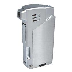 Dýmkový zapalovač Winjet Bernardo, stříbrný-Masivní dýmkový zapalovač Winjet s trojdílným příslušenstvím pro dýmku. Kvalitně zpracovaný kovový zapalovač pro kuřáky dýmky s bočním plamenem je v polomatném stříbrném provedení. Dýmkový zapalovač je vybaven praktickým integrovaným dýmkovým příslušenstvím, které každý kuřák dýmky každodenně potřebuje. Na spodní straně zapalovače najdeme plnící ventil a ovládání intenzity plamene. Zapalovač je dodávaný v dárkové krabičce. Výška 7,2cm.