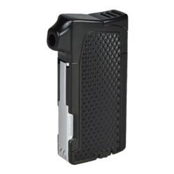 Dýmkový zapalovač Winjet Bergen, černý-Moderní dýmkový zapalovač Winjet s trojdílným příslušenstvím pro dýmku. Kvalitně zpracovaný kovový zapalovač pro kuřáky dýmky s bočním plamenem je v polomatném černém provedení. Příjemná hrubší textura na povrchu zapalovače zabraňuje vyklouznutí z ruky. Dýmkový zapalovač je vybaven praktickým integrovaným dýmkovým příslušenstvím, které každý kuřák dýmky každodenně potřebuje. Na spodní straně zapalovače najdeme plnící ventil a ovládání intenzity plamene. Zapalovač je dodávaný v dárkové krabičce. Výška 7,5cm.